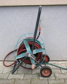 Schlauchwagen aus Metall