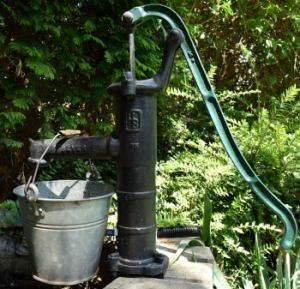 Handpumpe Brunnen Garten Fuchsorg